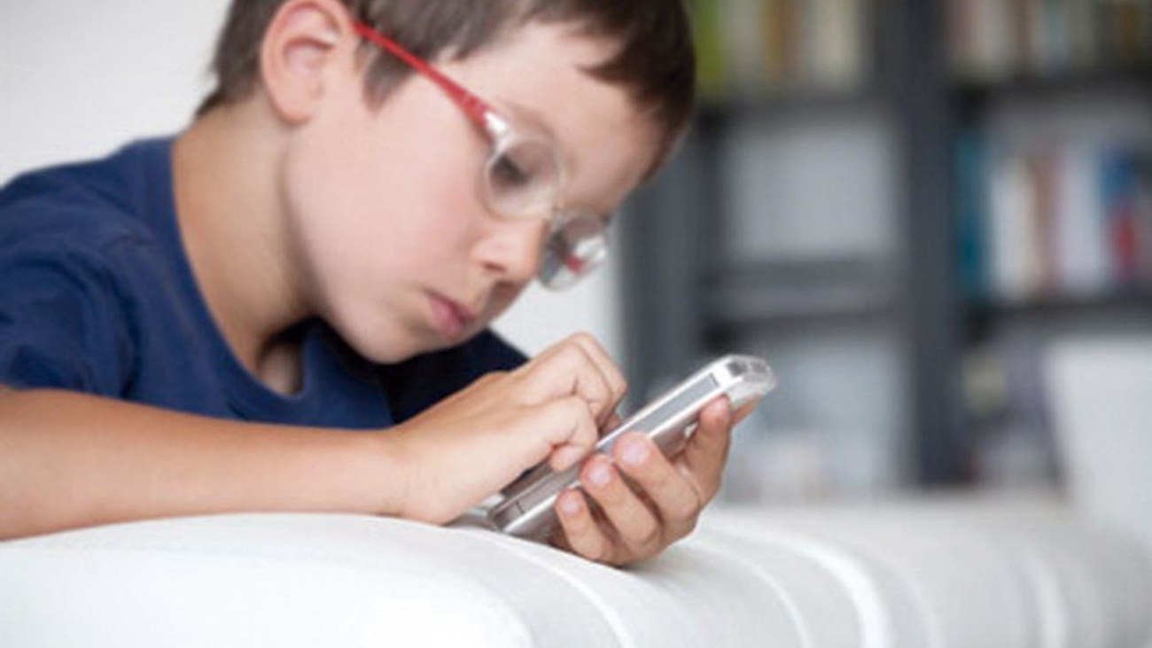 crianca-celular
