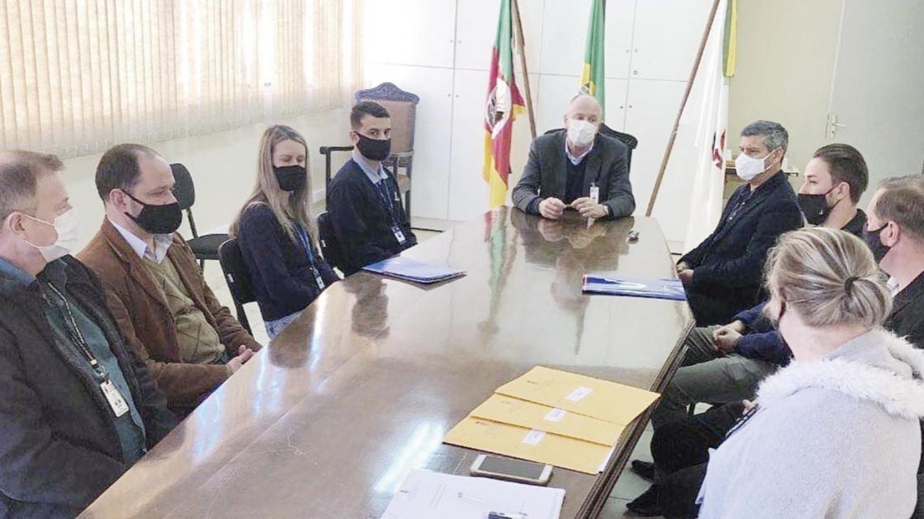 Prefeitura firma convênio com Universidades